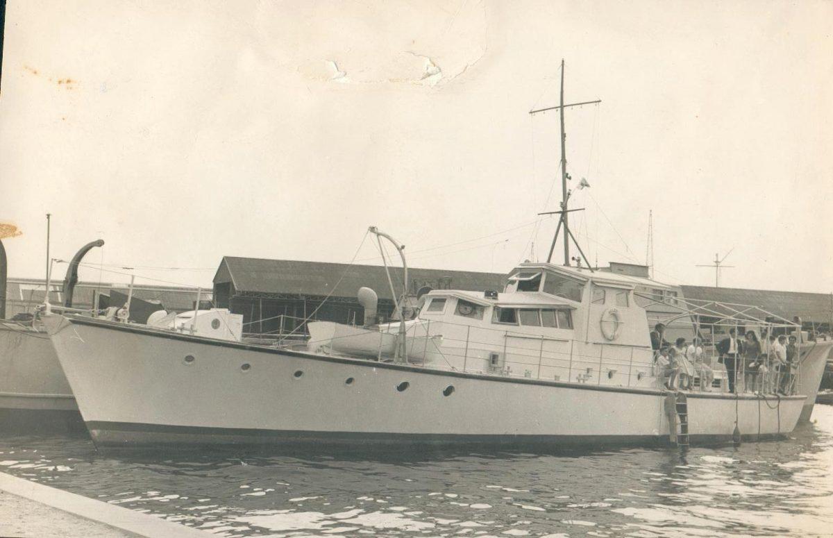 HDML 1401 Belen with Fairmile B Silver Star behind